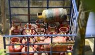 மானிய விலை சிலிண்டருக்கு வருவாய் உச்சவரம்பு: மத்திய அரசு பரிசீலனை